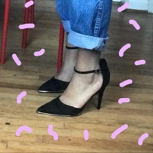 Shoes - Closed toe black heel